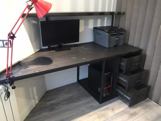 stol kompyuternyy s uglom